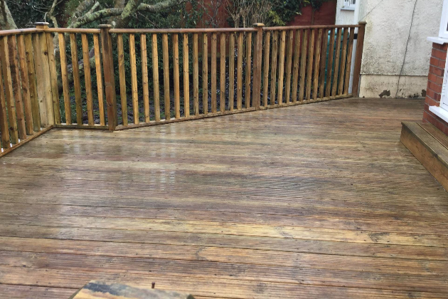 PATIOS & DECKING CLEANING